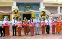 Lễ cắt băng khánh thành công trình tu bổ, tôn tạo di tích Chùa Phật Lớn (tọa lạc tại 151 Quang Trung, Vĩnh Quang, Rạch Giá - là một trong 73 chùa Phật giáo Nam tông của tỉnh Kiên Giang).